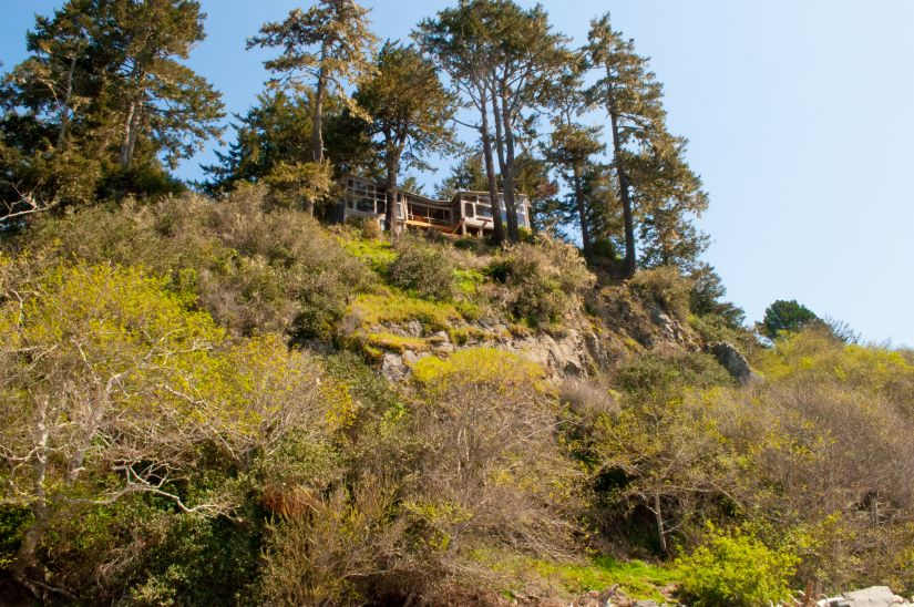 Amazing houses on the cliffside of Trinidad California